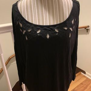 Old navy black shirt with pretty detailing size xl